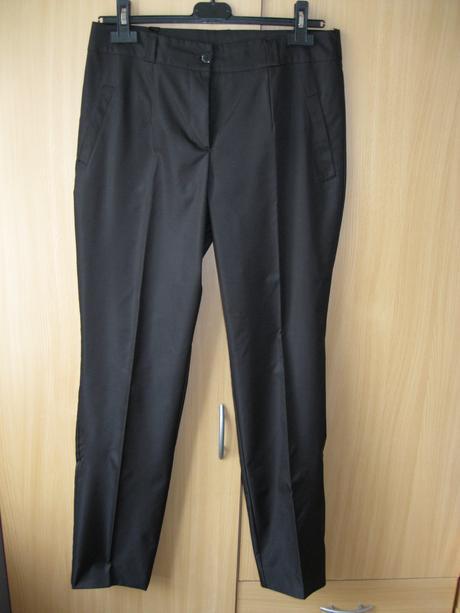 Spoločenské nohavice, 42