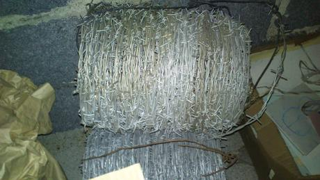 ostnatý drôt,