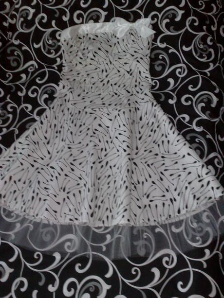 Bielo-čierne krátke šaty, M