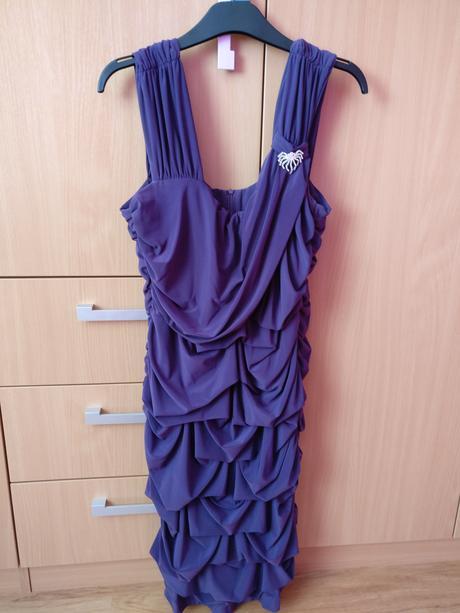 Šaty, 48