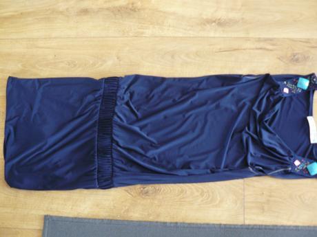 Elastické tmavomodré šaty, 36