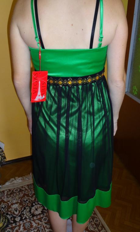 Nenosené zelené šaty, 38