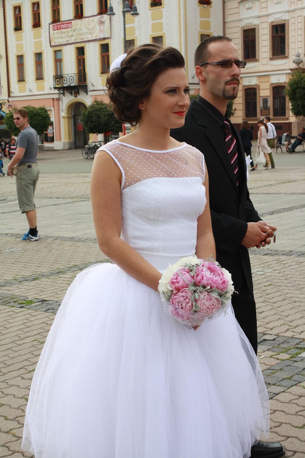 Krátke svadobné šaty  9eaaf946214