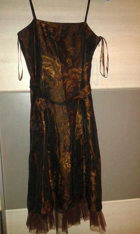 Krátke spoločenské šaty, 35