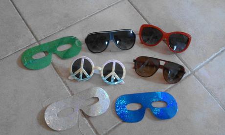 brýle a škrabošky,