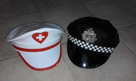 čepice - strážník a sestra,