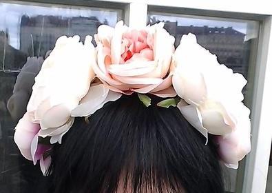Umělá květinová čelenka z pivoněk,
