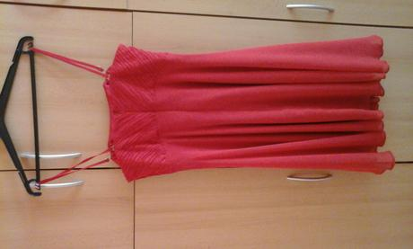 červene šaty, 40