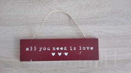 "Tabuľka ""All you need is love"","