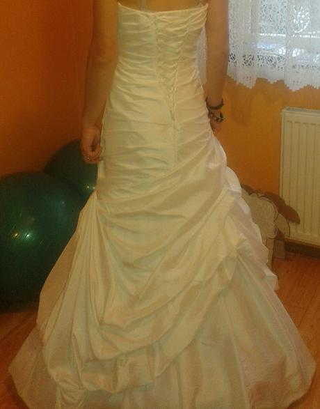 snehobiele šaty, 36