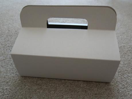 krabičky na zákusky/výslužku,