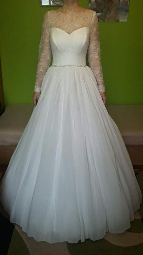 4d3cd1f7447f Svadobné šaty s dlhým čipkovaným rukávom