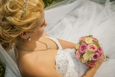 Nadherne svadobne saty, 38