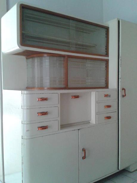 Kuchynský kredenc,