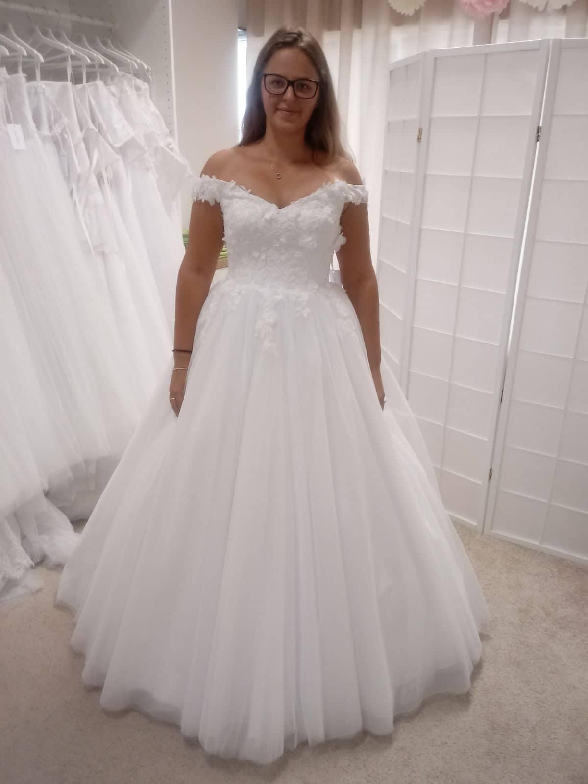 0650b832a7cb Ponúkam na predaj svadobné šaty veľkosť 40
