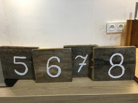Dřevěná čísla na stoly ,