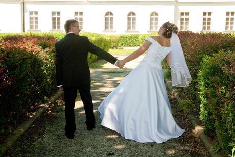 Bílé svatební šaty , 38