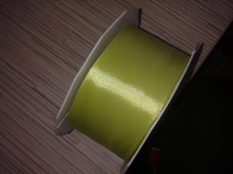 Jablíčkově zelená stuha,