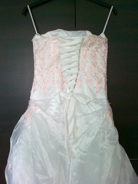 svatební šaty s vyšívkou, nenošené, 38