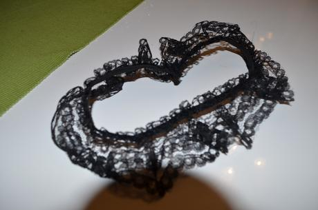 krajkovaný podvazek černý na rozlučku se svobodou, 38