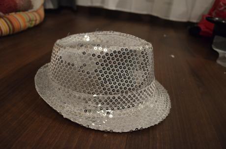 stříbrný klobouk,