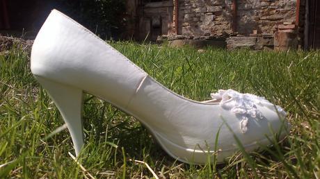 """Bílé střevíčky s krajkou a nápisem """"ano"""", 40"""