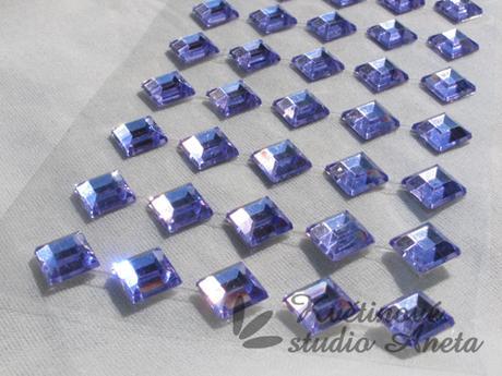 Nalepovací kamínky fialové čverečky,