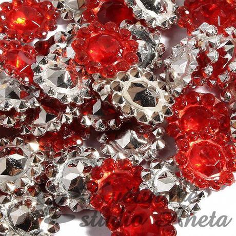 Štrasové květinky červené,
