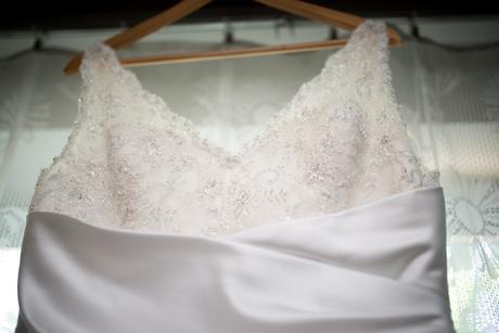 svatební šaty s jemným zdobením, 42