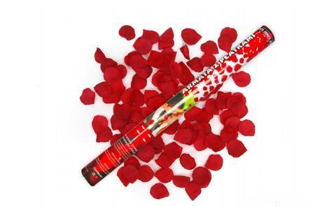 Konfety s motýlky nebo plátky růží,