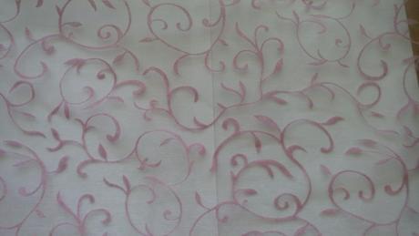Ružová organza s ornamentami,