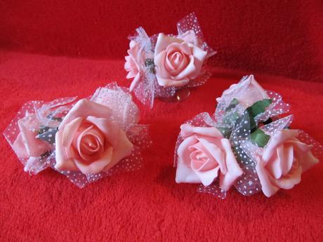 Svatební růžičky na auto,