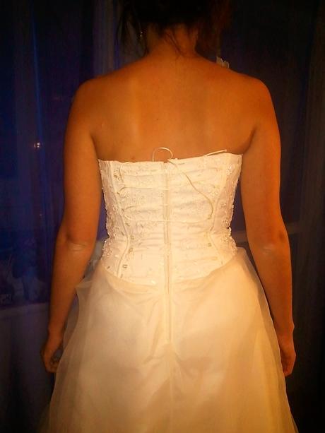 Ľahučké svadobné šaty, 38