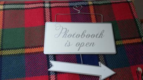 Drevena tabulka Photobooth so sipkou,
