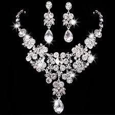 náhrdelník a náušnice,