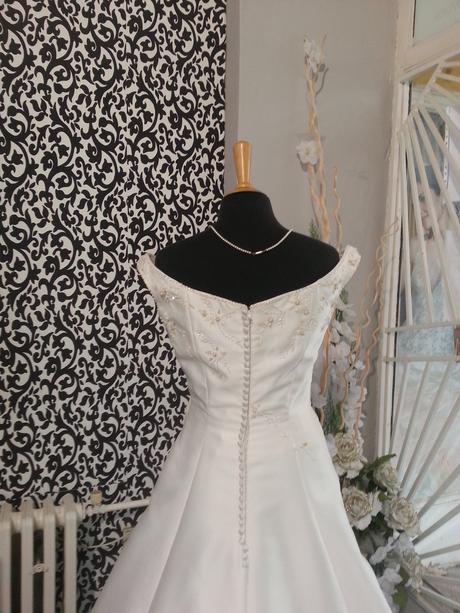 svatební šaty značkové, 39