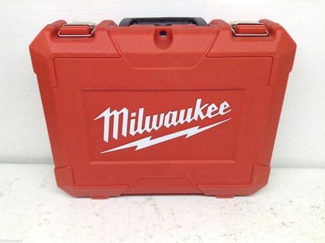 Milwaukee rázový uťahovák,