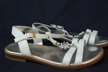 koženkové sandály se stříbrnou stélkou agaxy, 32