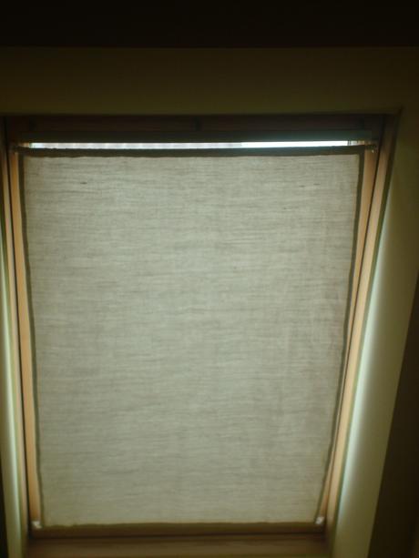 Roleta na strešné okno,