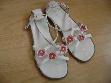 Pekne dievcenske sandalky, 34