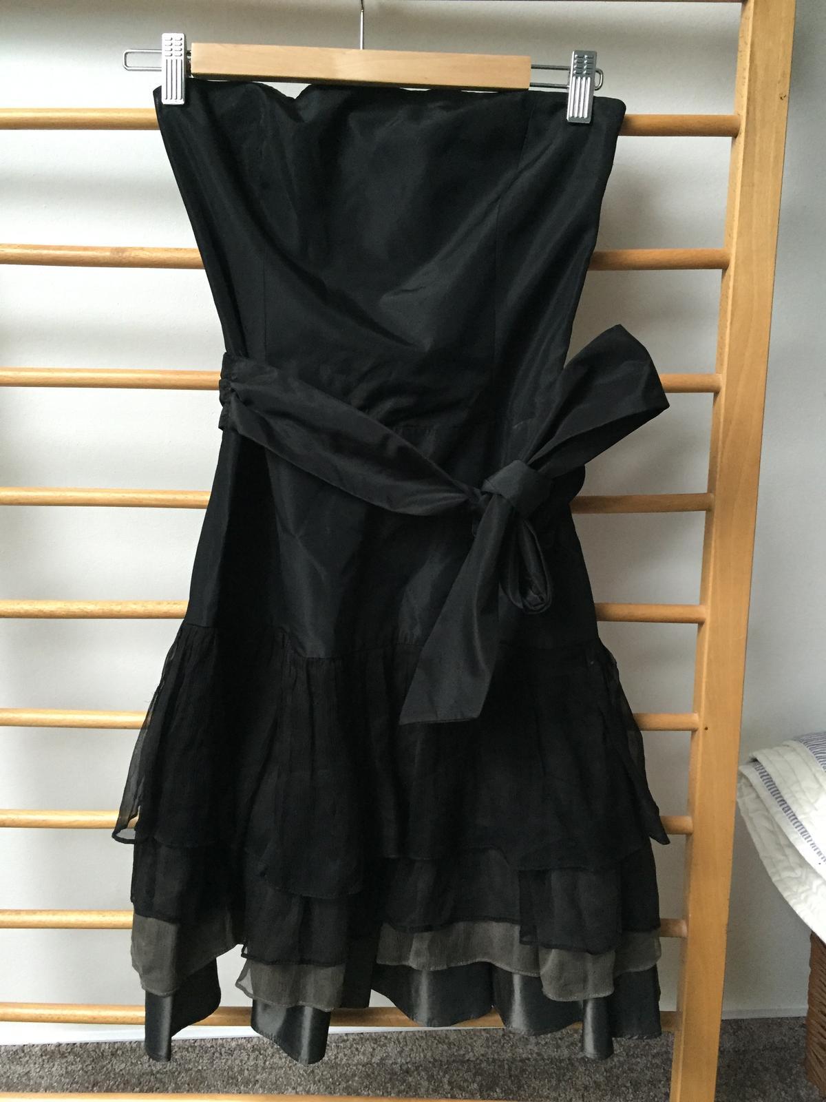 476b8ae6023 Černé šaty zara