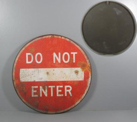 "Plechová ceduľa ""Do not enter"" - 51,5 cm,"