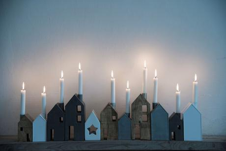 Svietnik domček, drevený 14 cm,