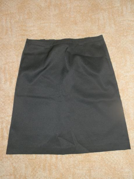 Černá pouzdrová sukně, 36