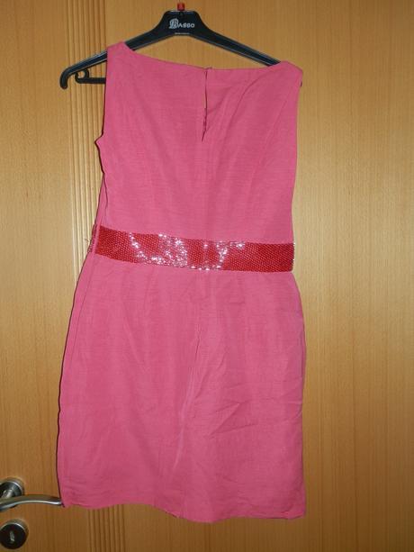 Společenské růžové šaty, 38