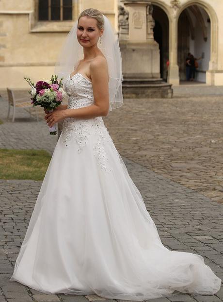 Svadobné šaty s odnímateľným vrškom, 36