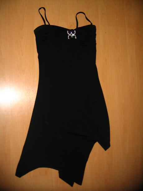 krátke čierne šaty, 38