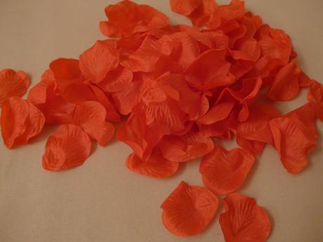 Okvětní plátky růží - červené 100ks,