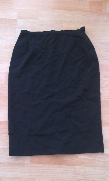 Elegantní a moderní černá sukně, 38