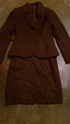 Teplejší kostýmek Burkalo, L